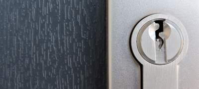 Dvere z plastu, alebo hliníkové dvere?