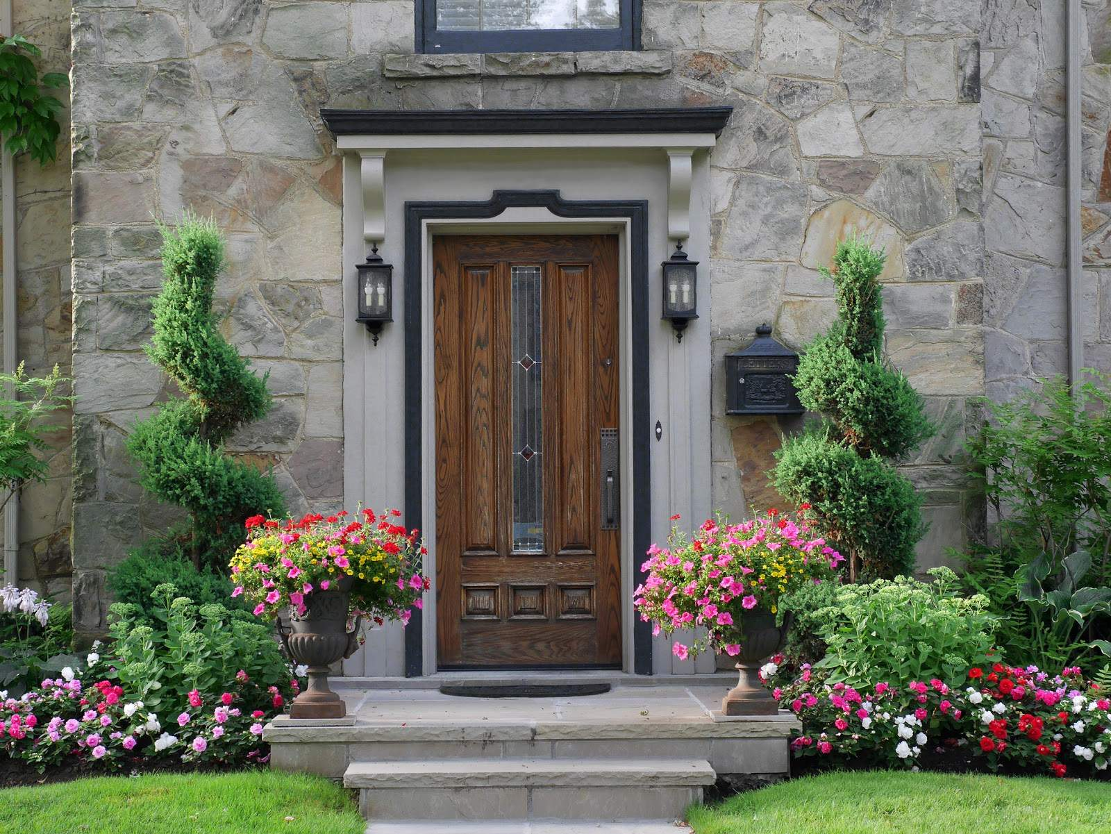 Vyberáte vchodové dvere do domu? Tieto 4 rady vám uľahčia výber