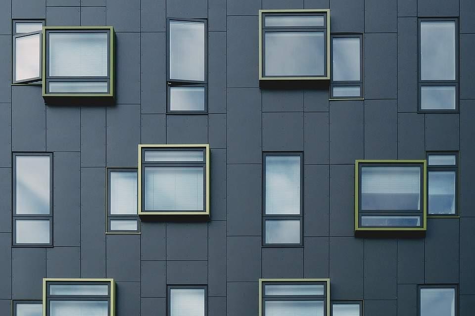 Antracitové plastové okná, sú moderné