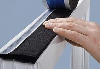 Pripojovacia škára pri montáži okien a dverí