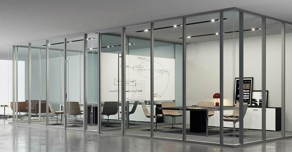Hliníkové interiérové vchodové dvere WICONA WICSTYLE - Možnosť vytvoriť celopresklenú kanceláriu