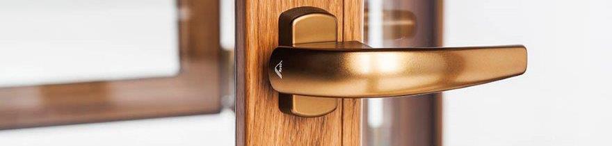 Kľučky sú elegantným doplnkom okenných výplní.