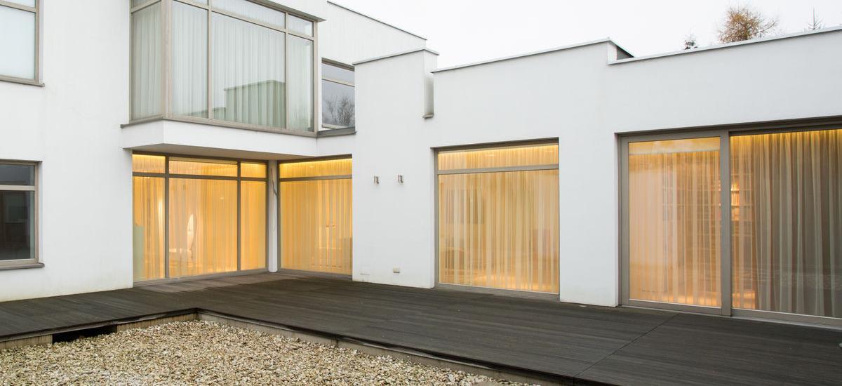 Extramoderný dom s hliníkovými oknami.