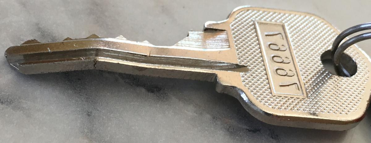 Zalomený kľúč nie je žiadna príjemná záležitosť!