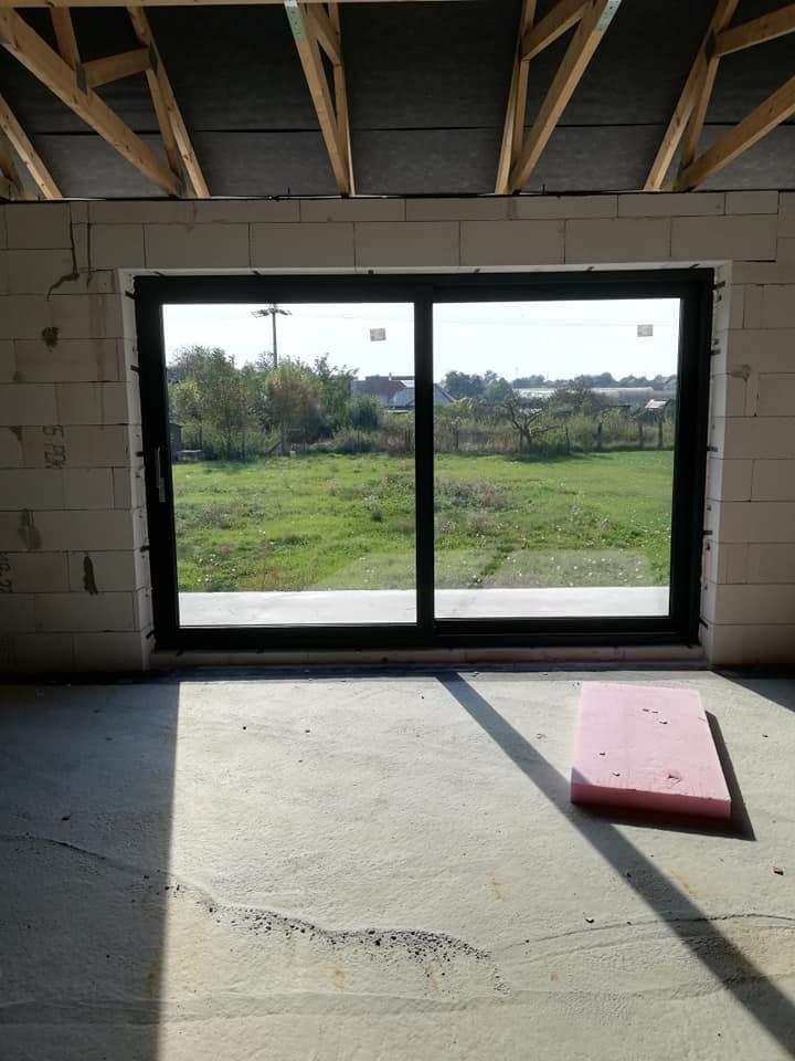 Montáž plastových okien a hliníkových dverí - RD Dulovce