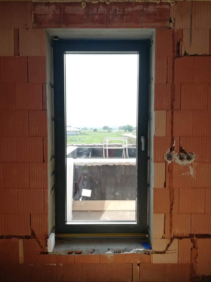 Montáž hliníkových okien a dverí - RD Šaľa