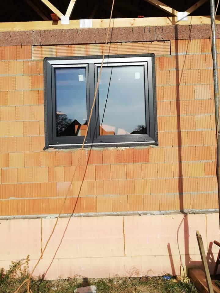 Montáž plastových okien a hliníkových dverí s panelom